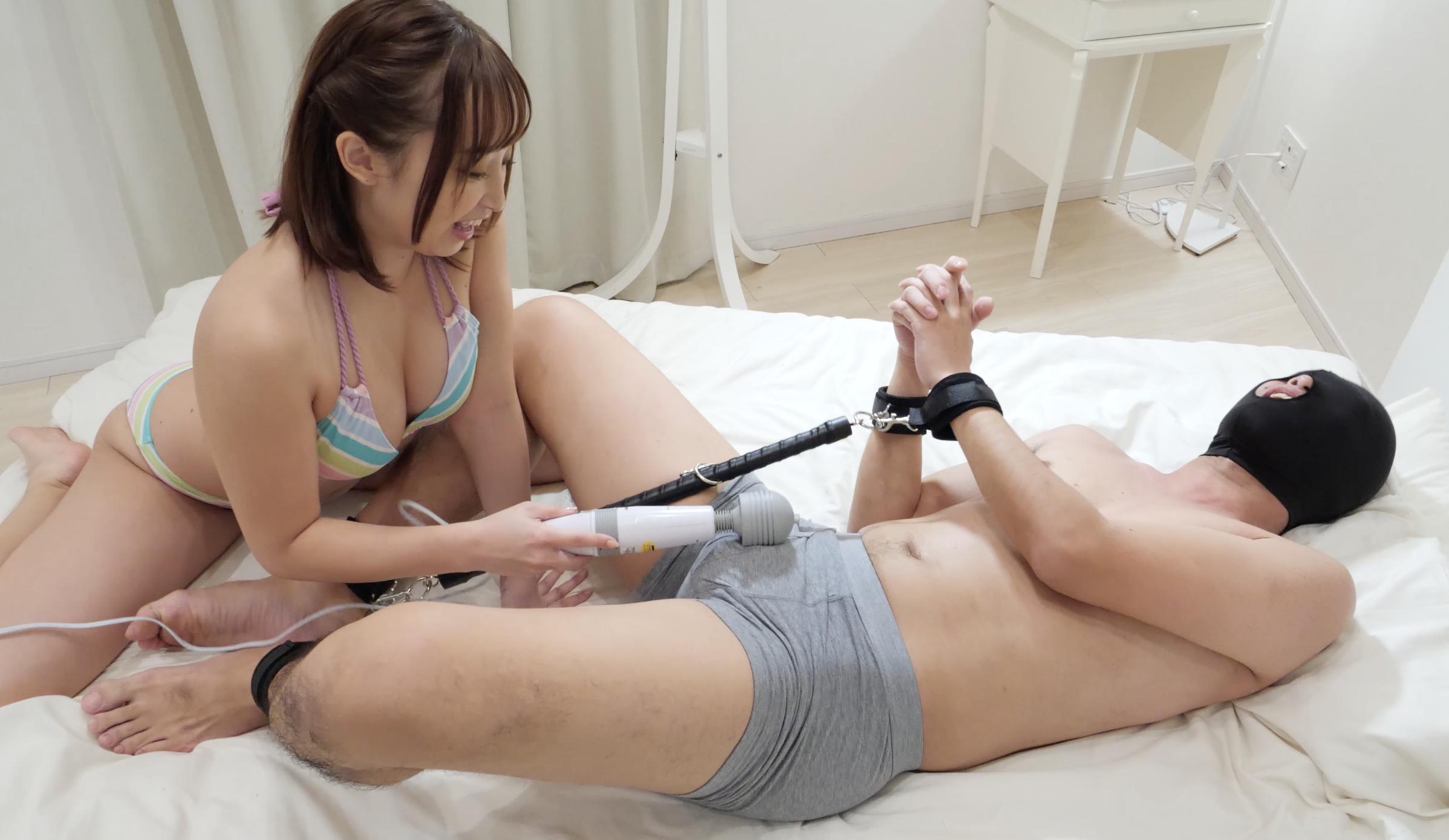 【M男くすぐり 】大人気美女 きみと歩実ちゃんのM男の足裏・脇腹・脇くすぐり!